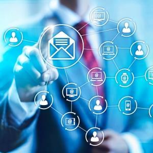 Върху какво да се фокусирате: събиране на харесвания или събиране на имейли