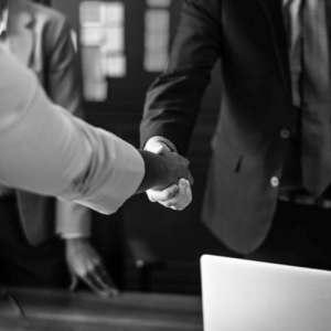 Как да спечелите първите 20 клиенти за стартъп фирмата си
