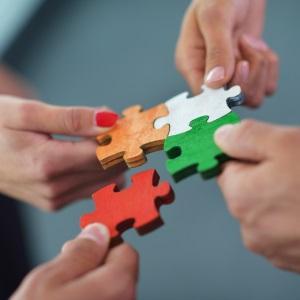 Работодателски организации и синдикати ще обучават малки предприятия как да работят с големите
